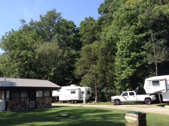 Lenoir City, TN: Bathhouse in close proximity to campsites