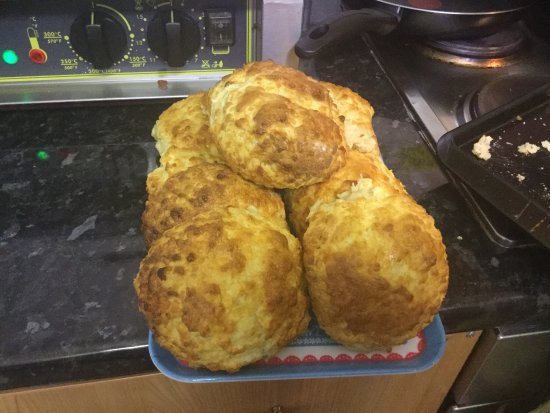 Worsley, UK : Delicious homemade cakes and scones and food made fresh to order