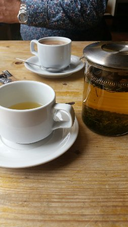 Tudor House Deli: Fab breakfast full English very nice and tasty the mint tea was served in a pot as shown a nice
