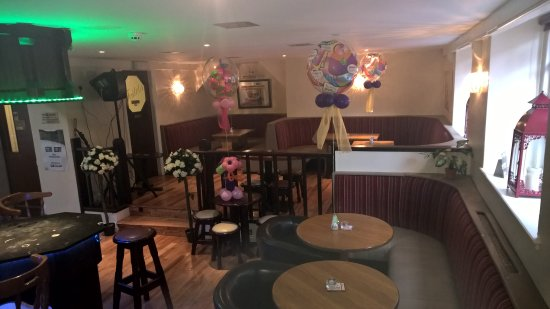 Glanmire, İrlanda: the inside of the bar
