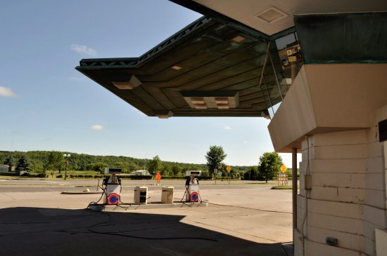 Cloquet, MN: The cantilevered canopy signals a FLW building.
