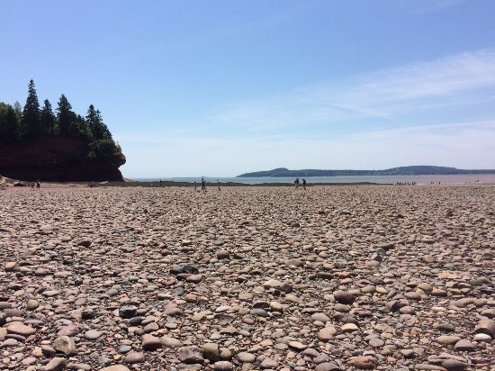 St. Martins, Canadá: the beach is rocky. Hard for those with bad knees or less sure on their feet.