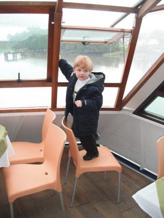 Barco Principe Joinville: Verificando a saída de emergencia = kkkkkkk