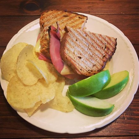 Kemptville, Canadá: Feature Sandwich - Ham and Swiss