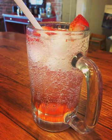 Kemptville, Canadá: House made Strawberry Soda