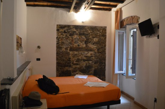 Hotel La Zorza : A clean, decent size room with exposed brick walls and beams.