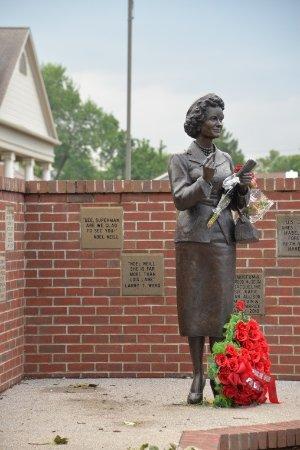 Metropolis, IL: Lois Lane statue
