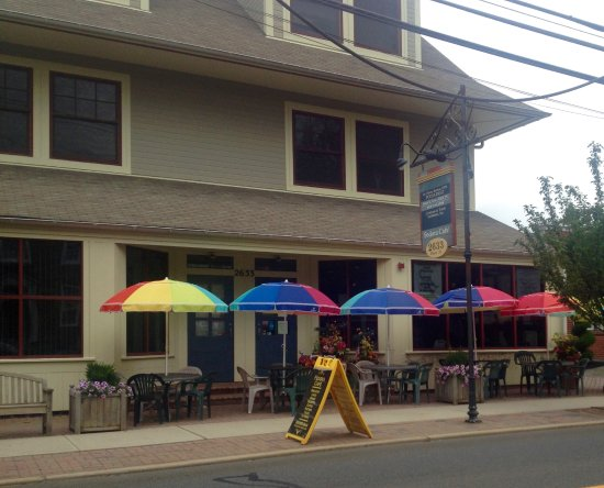 Lawrenceville, Nueva Jersey: Fedora Cafe : Front Entrance with Outdoor Seating