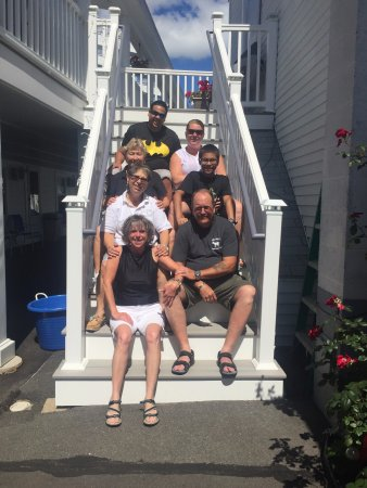 Blue Jay Motel: My family with Rose & Mary (owners)