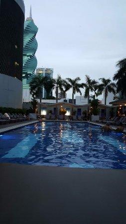 Hotel Riu Plaza Panama: La hermosa vista desde la Piscina del Hotel