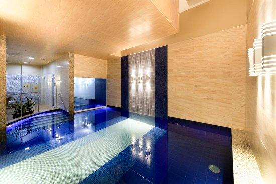 Comfort Suites Macae : Piscina Climatizada