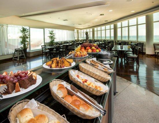 Comfort Suites Macae: Café da manhã