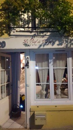 Clamecy, France: Eingang zum Haus