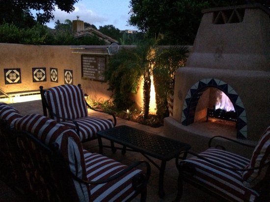 Rancho Santa Fe, Καλιφόρνια: Valencia Suite patio Fireplace