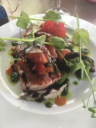 Le Galoubet: Mi-cuit de thon et ses tomates anciennes; un délice