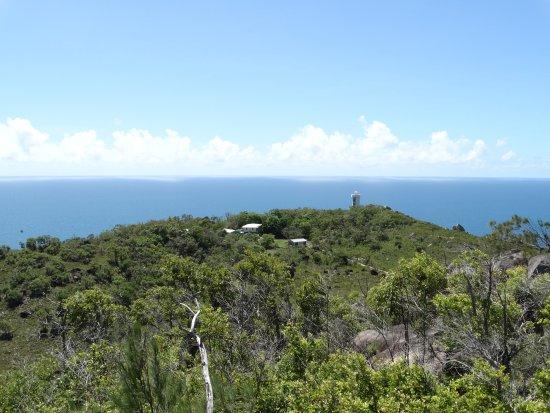 Fitzroy Island, Australia: In de verte de vuurtoren