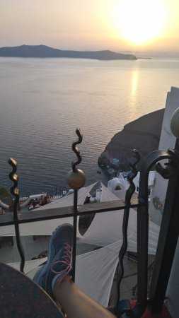 Apiron: De um restaurante em Fira, sunshine