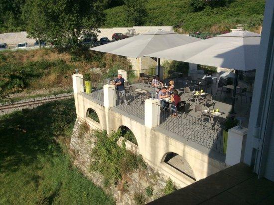 Venaco, Francia: La terrasse déjeuner ou pour déguster une bonne bière fraîche en fin de journée!