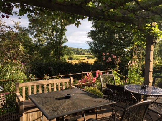 Robertsbridge, UK: Summer view from the terrace