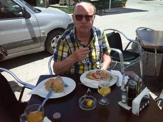 Македония, Греция: lunchje aan de haven