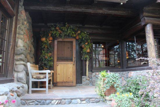 Garlands Oak Creek Lodge: The old entrance to the lodge.