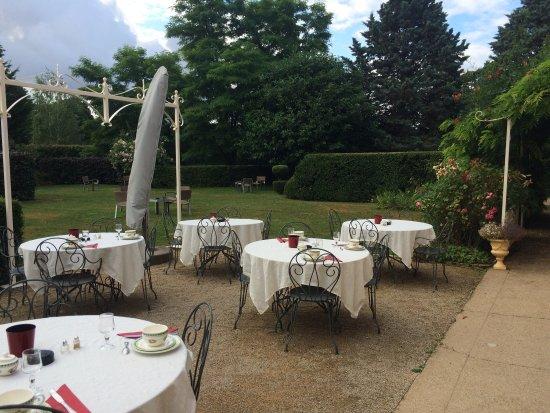 Montagny-les-Beaune, Francja: Hôtel de charme, belle chambre, petit déjeuner copieux, personnel très gentil et serviable.