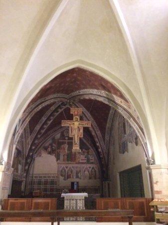 747dd0c3eff Basilica di Santa Chiara  En la Capilla de las Reliquias el Crucifijo de San  Damián