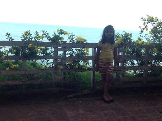 Clafouti Beach Resort: Cliff walkway