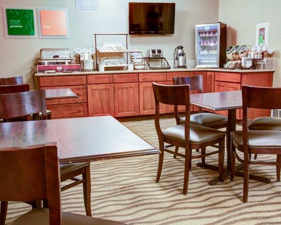 Comfort Inn : Breakfast Bar