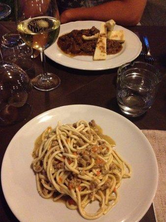 Sant'Egidio, Itália: cinghiale alla cacciatora e umbricelli alla cinta senese