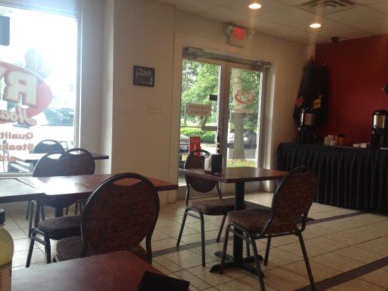 Hamilton, NJ: Ry's Hoagie Hut :  Seating Area