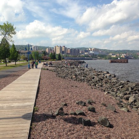 Lake Breeze Motel Resort: The Boardwalk at Duluth's Canal Park