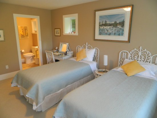 Nanoose Bay, Canada: Wicker Room with twin beds