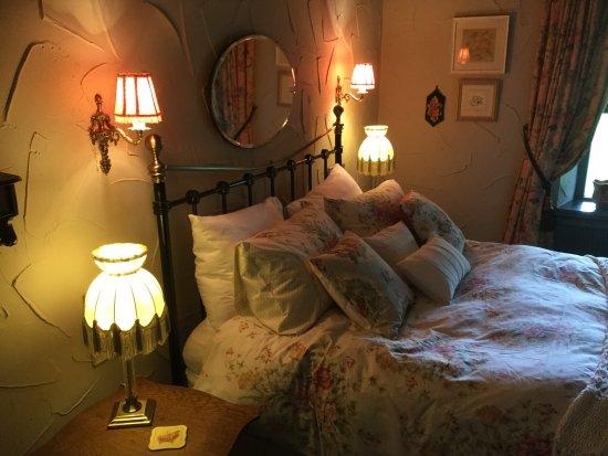 Over Haddon, UK: Farmhouse bedroom