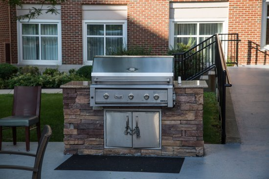 Residence Inn Newark Elizabeth/Liberty International Airport: Outdoor Grill