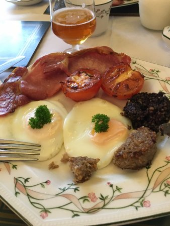 Marless House Bed & Breakfast: Full breakfast with Black and white pudding