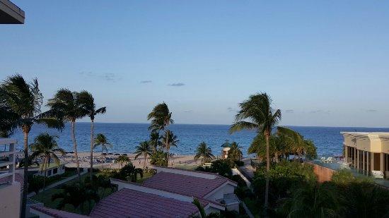 Golden Strand Ocean Villa Resort: 20160709_192318_large.jpg