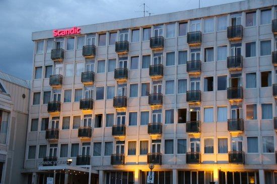 Oppdatert Detaljerikt kummlokk i Storgaten - Picture of Scandic Victoria HA-75