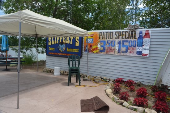 Slippery's Tavern and Restaurant: side area