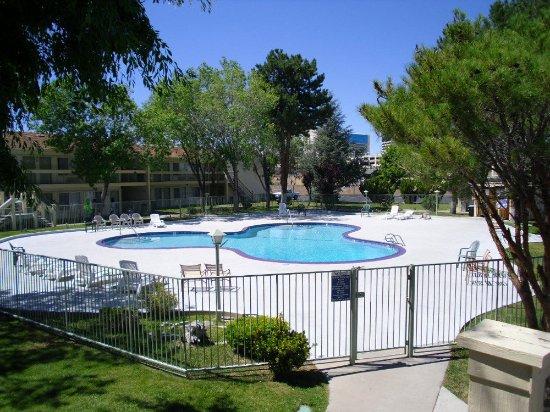 Vagabond Inn Reno : Swimming Pool