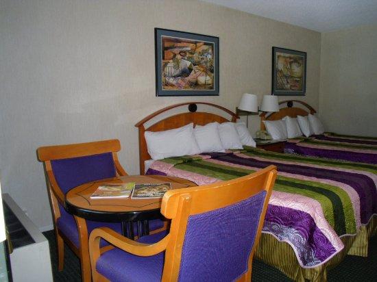 Vagabond Inn Reno: Two Queen Beds 2