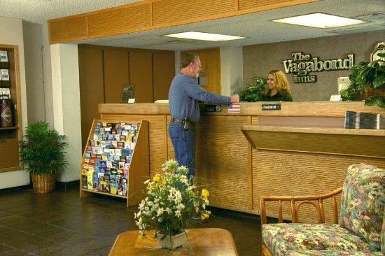 Vagabond Inn Reno: Front Desk