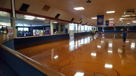 Oaks Amusement Park : Skating rink
