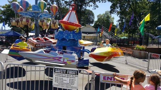 Oaks Amusement Park : Boats