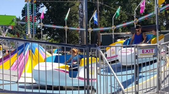 Oaks Amusement Park : tilt a whirl