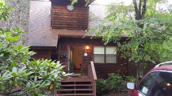Honeymoon Hills Cabin Rentals: 20160708_074713_large.jpg