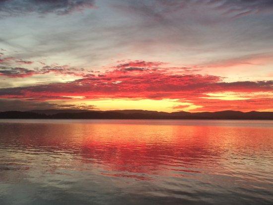 Belmont, Australien: Sunset over Lake Macquarie