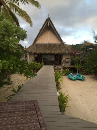 Aitutaki Escape: Front of the villa (beach side)