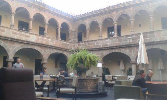 Novotel Cusco: Pátio interno