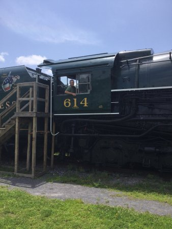C & O Railway Heritage Center: Great museum!!  Lots of fun to check out the rail cars and engine.